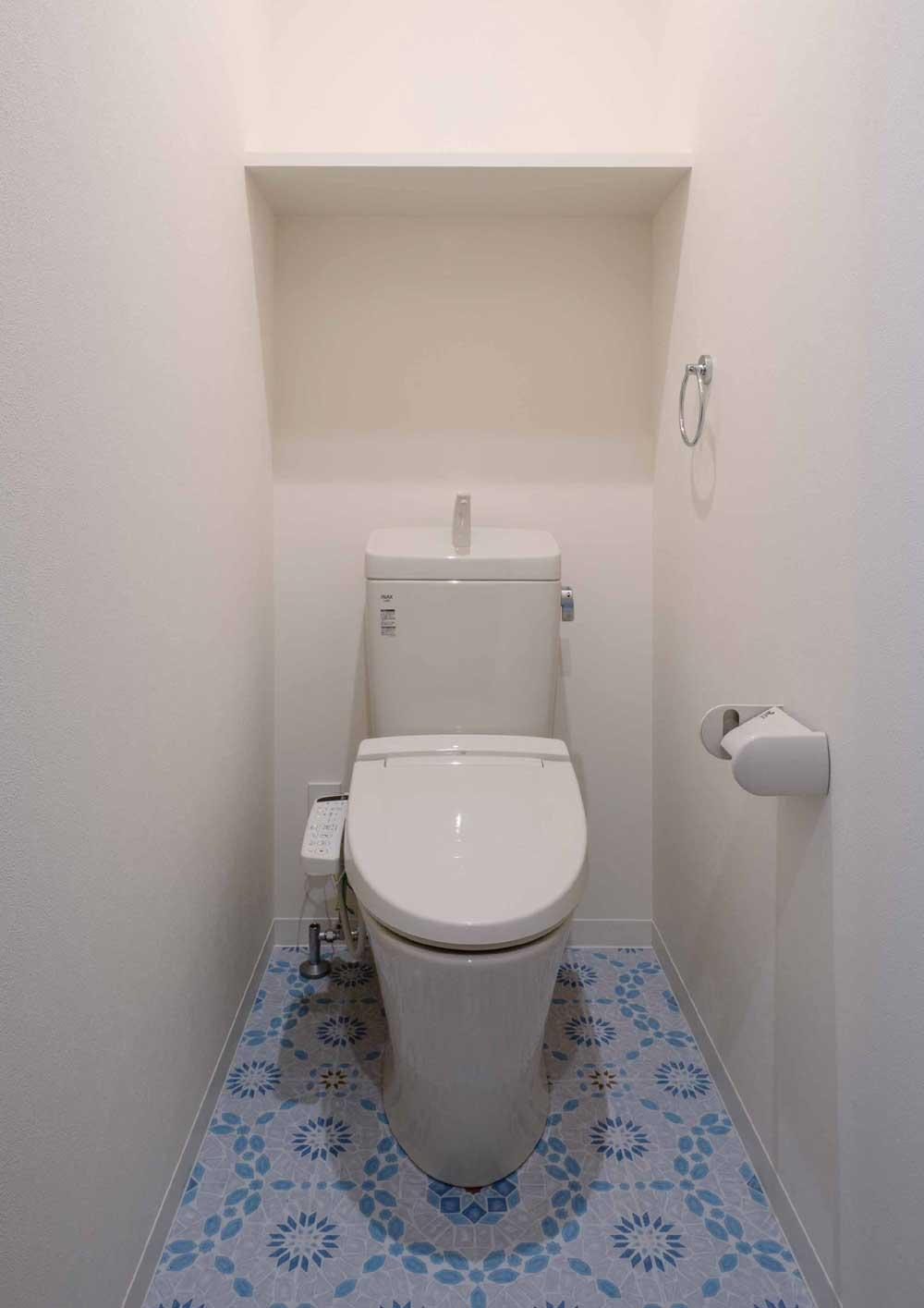 マンションクレセントコート・ブルーを基調にした明るいトイレ